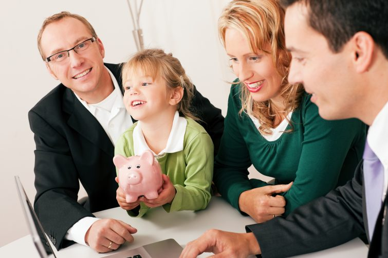 bigstock-Familie mit Berater