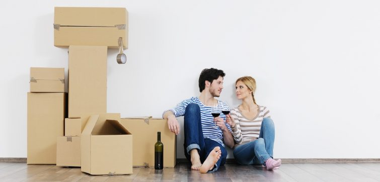 bigstock-happy-Young-couple-moving-in-n-33265883