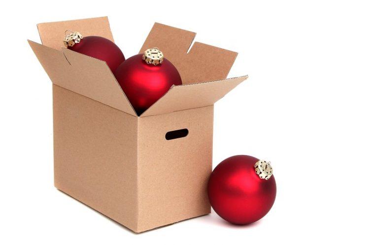 Weihnachtsdeko verpacken