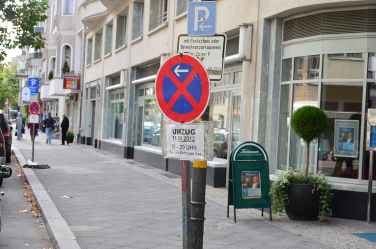 verkehrszeichen-zeitliches-halteverbot-wegen-umzug