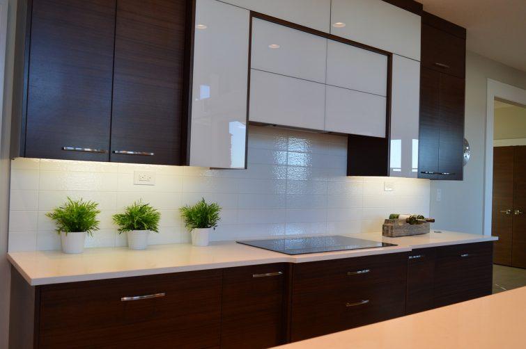 kleine wohnung einrichten platz sparen mit stil. Black Bedroom Furniture Sets. Home Design Ideas