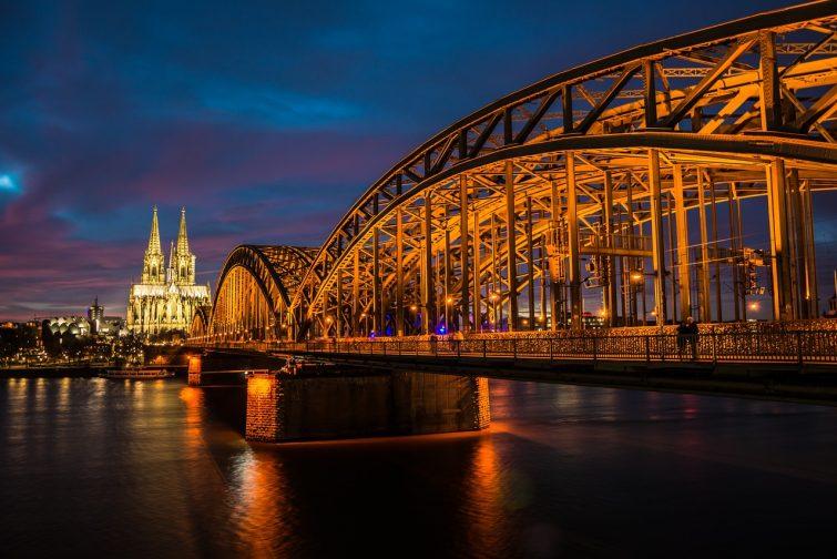 nach Köln ziehen